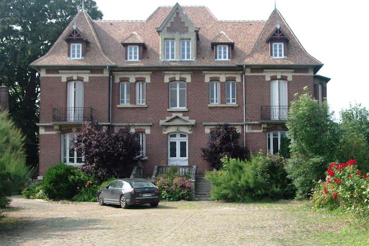 Chambre d'hôtes de charme - Crisolles - 家庭式旅館