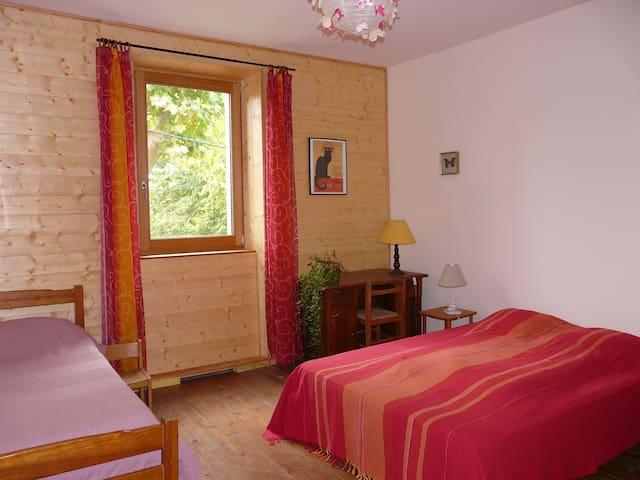Le Gîte du Val Bio d'Azau 6 à 8 pl - Gensac-sur-Garonne - Casa