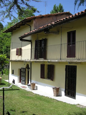 Traditional Piemonte house for rent - Bonvicino - Huis
