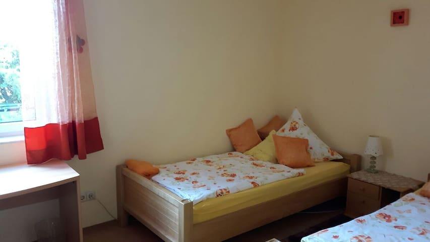 Hotel Mama - Jestetten - Bed & Breakfast