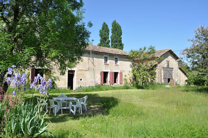 Old farmhouse in France + camping - Sepvret - Hus