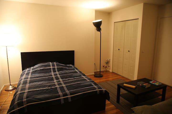 Close to New York City,  private bath, wi-fi, park - Ridgewood - Appartement