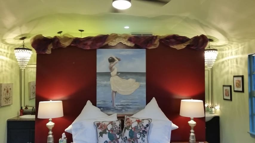 Marilyn Monroe Cottage / Studio - Navasota - Bed & Breakfast