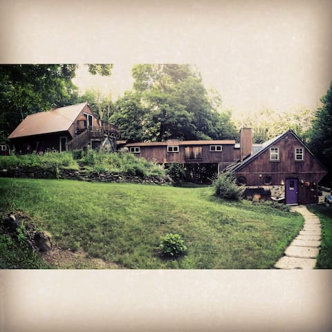 Private apartment in the Berkshires - Plainfield