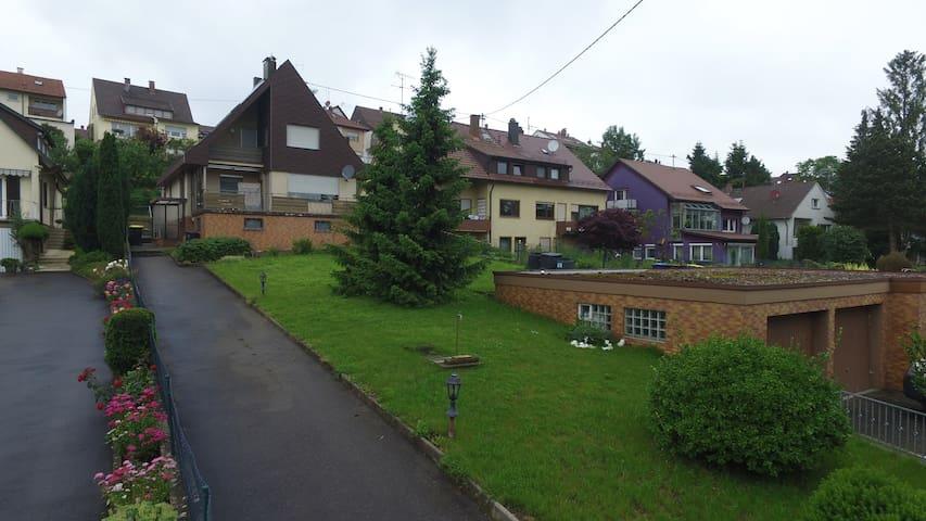 Nettes Häuschen mit großem Garten - Köngen - Hus