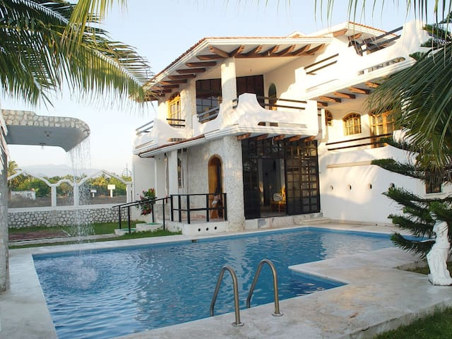 Beach house with pool in Acapulco - Acapulco