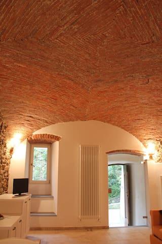 Arcola: brick vault and stone walls - Arcola - Casa cueva