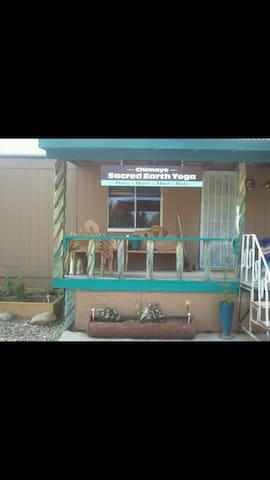 Cozy home studio space - Chimayo - Bed & Breakfast