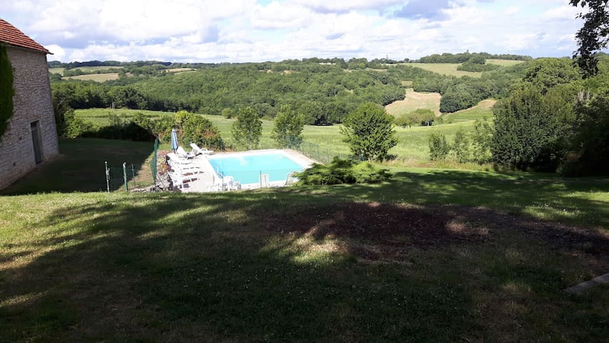 Old farmhouse with outbuilding and swimming pool - Saint-Cernin - Rumah