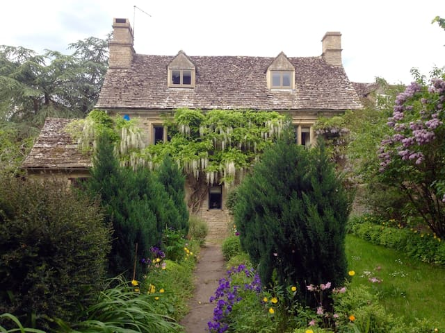 A Grade II listed Cotswold cottage - Bampton - Дом