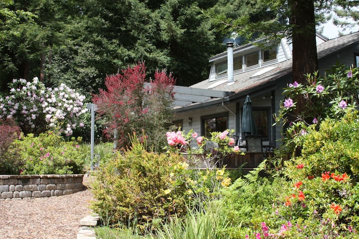 A Home to Gather Friends & Family in the Redwoods - Occidental - Hus