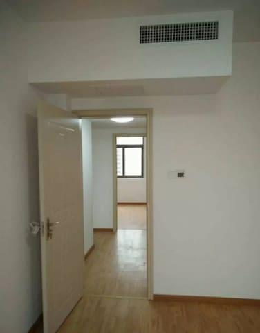装修非常舒适。而且房子朝东,安静不吵非常适合居家。 家电家具全齐,拎包就可以入住 - Hefei Shi - Huoneisto
