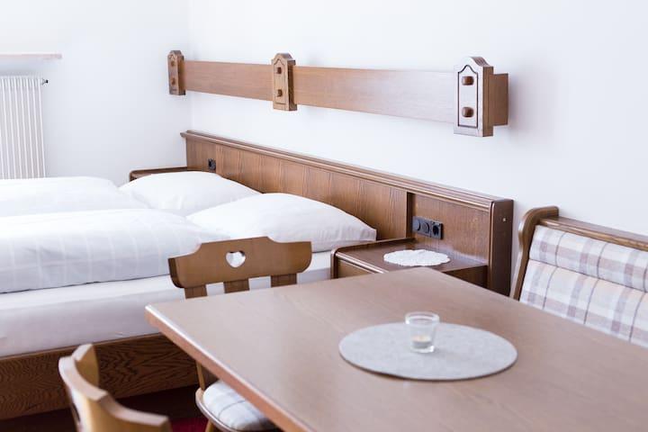 CALVA B&B Apartments - Mals - 家庭式旅館