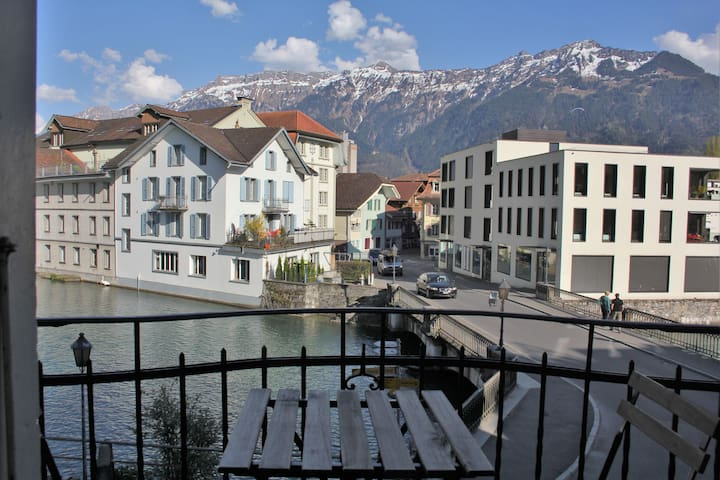 Double room with balcony on the river Aare - Unterseen - Bed & Breakfast