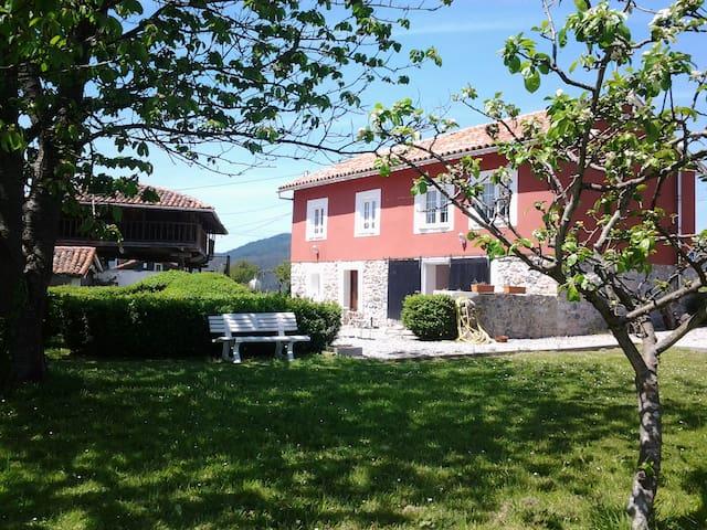 Casa Rural El Zapato en Santullano - Santullano - Huis