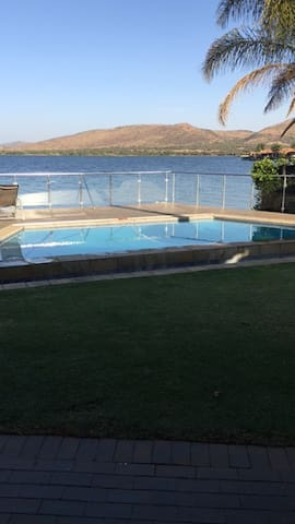 Beautiful 4 BedroomHouse on the Hartebeespoort Dam - Hartbeespoort - Casa