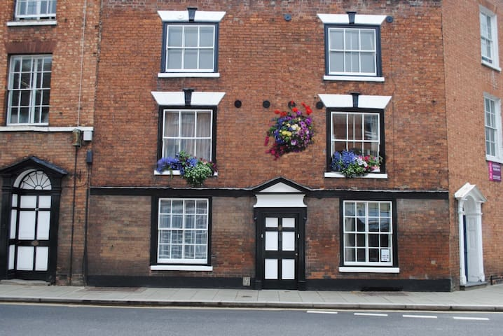 town centre cottage - Tewkesbury - House