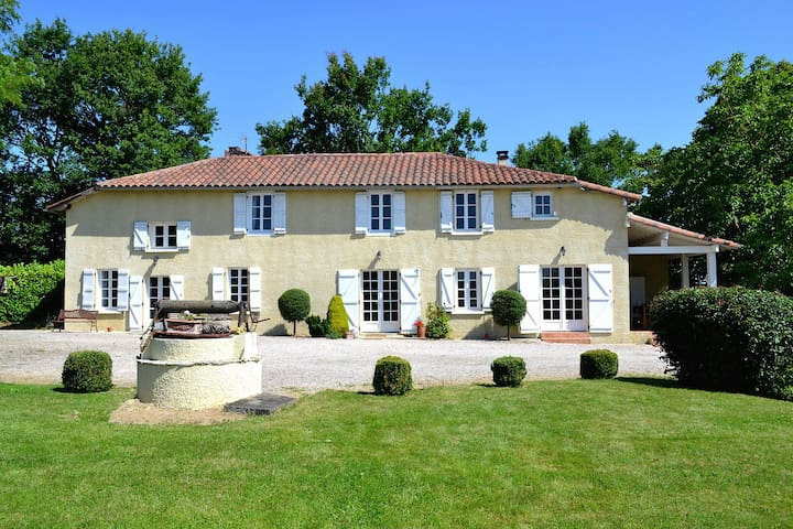 Farmhouse with pool and amazing mountain views. - Mont-de-Marrast - Casa