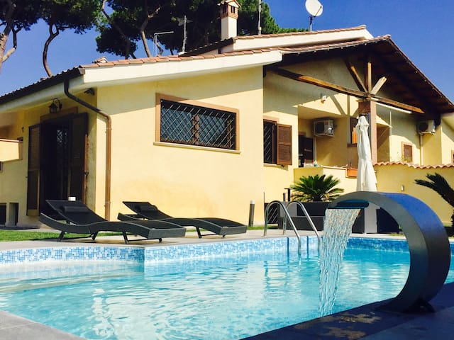 *Villa with swimming pool in Rome* - Acilia-castel Fusano-ostia Antica - Βίλα