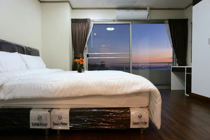 Large room with panorama  sea view - สุรศักดิ์