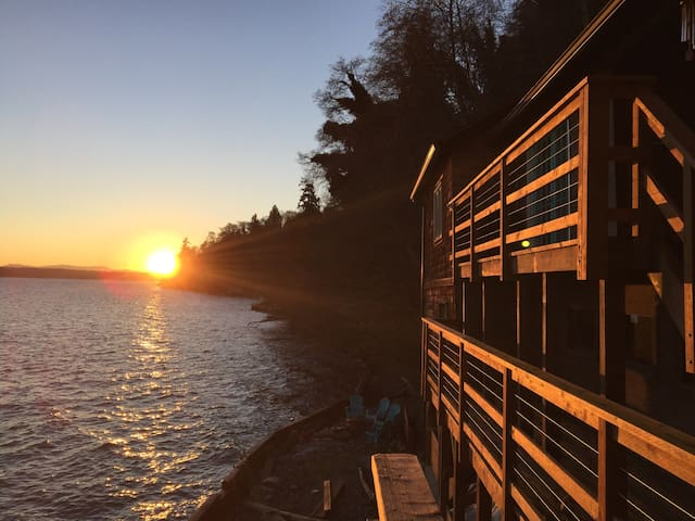 The Lookout Cabin - Vashon