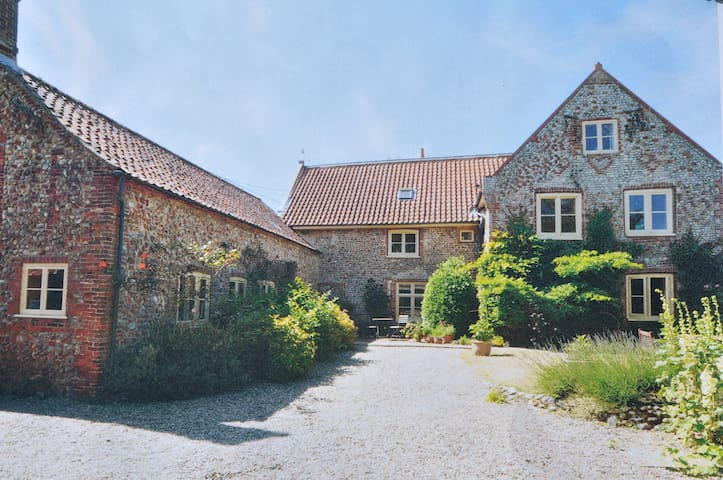 Unique B & B in deepest N Norfolk - Plumstead