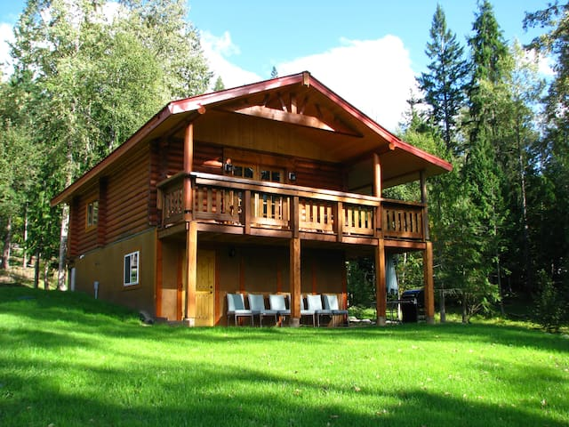 Shadow Mountain Cabins & B&B - Riondel - Cabane