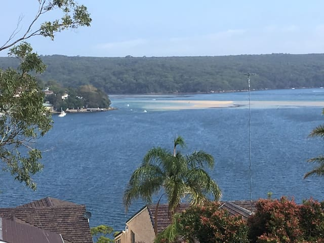 3 bedroom house + luxurious pool with WATERVIEWS - Caringbah South - Ev