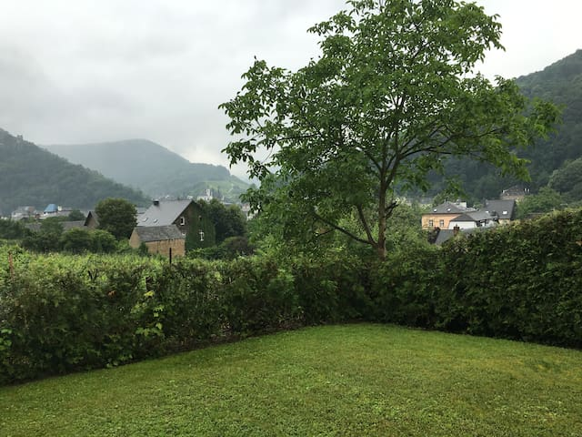 Modern, Updated Apartment with Wonderful View - Traben-Trarbach - Apartamento