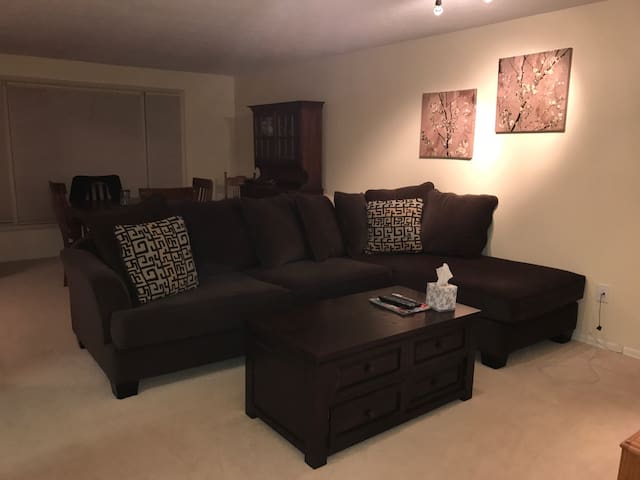2 rooms available in cute ranch - Penfield - Casa