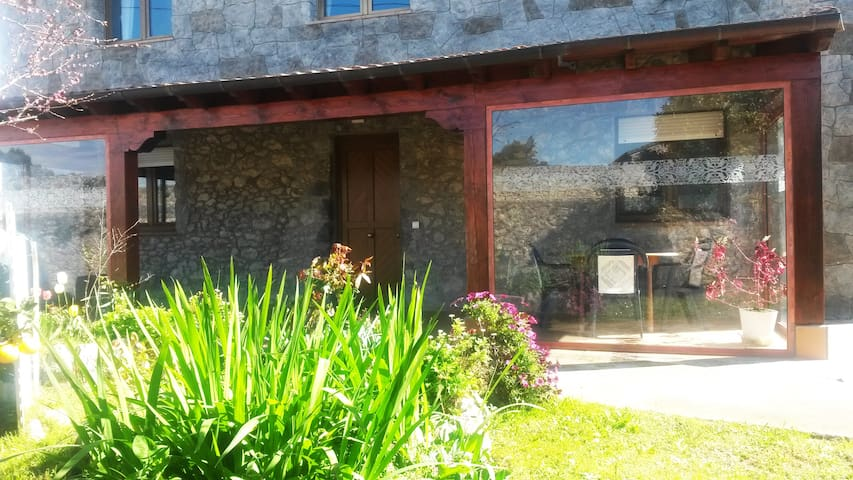 Casa de Piedra con Jardín/ Charming Stone House - Noja - Dom
