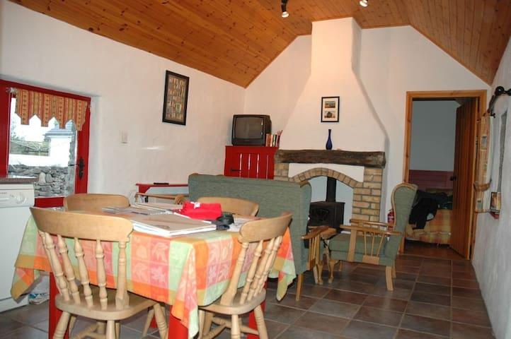 Fuchsia Lane Farm Stables Cottage - Terryglass - Huis