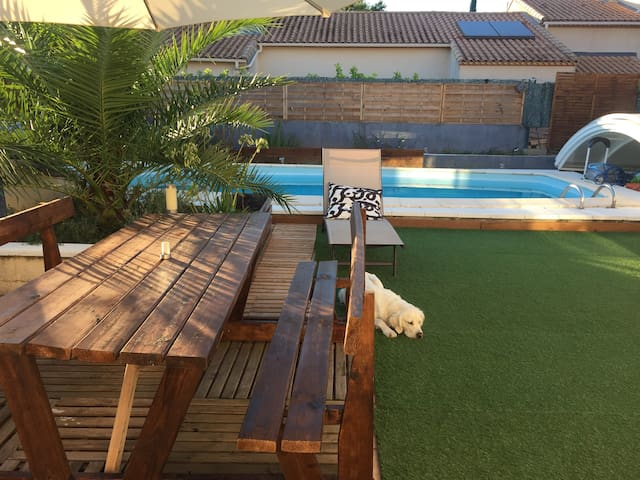 Chambre dans maison chaleureuse avec piscine - Clapiers - Huis