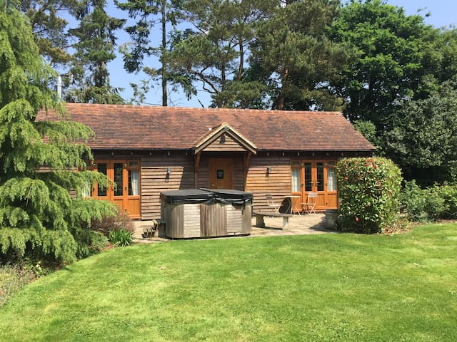 Private Annex with Hot Tub - Kirdford
