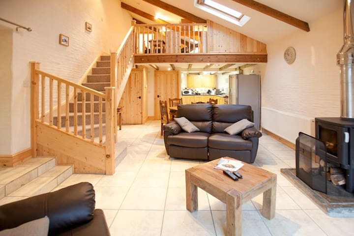 Luxury 1 Bedroom Cottage with Private Hot Tub - Trispen - Haus