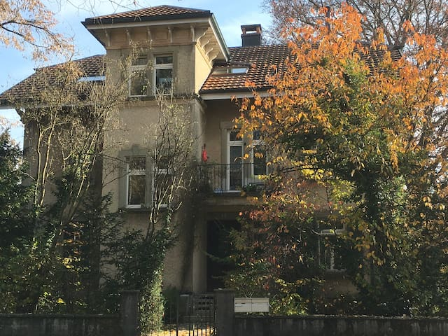 Solothurn: gemütliches Zimmer nahe Zentrum - Solothurn - Bed & Breakfast