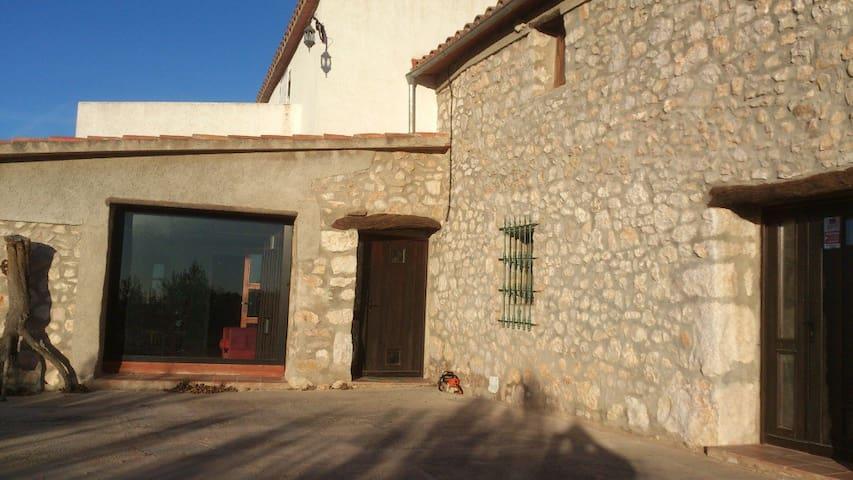 House - 35 km from the beach - Rossell (Castellón de la Plana) - House