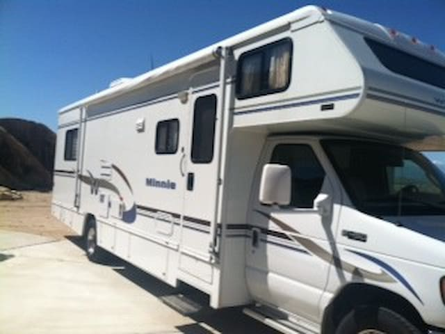 NEW MOTORHOME PARKED IN YARD - Apple Valley - Camper