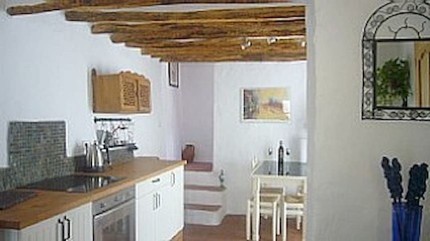 Two bedroom cottage with WIFI, patio, near centre - Alhama de Granada - Haus