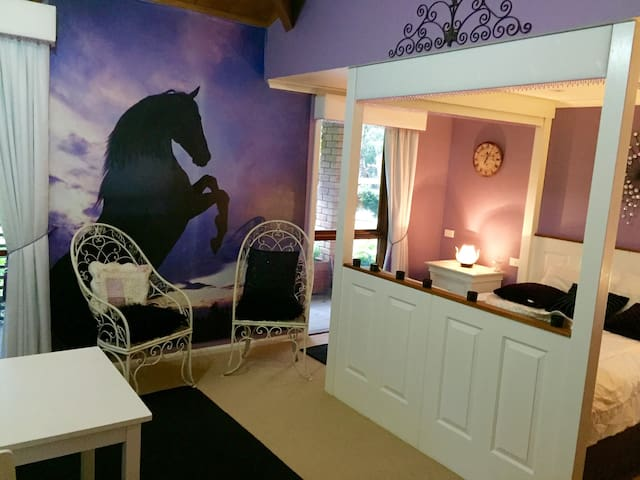 Wow! The Stable at Full Gallop Farm - Allens Rivulet - Bed & Breakfast