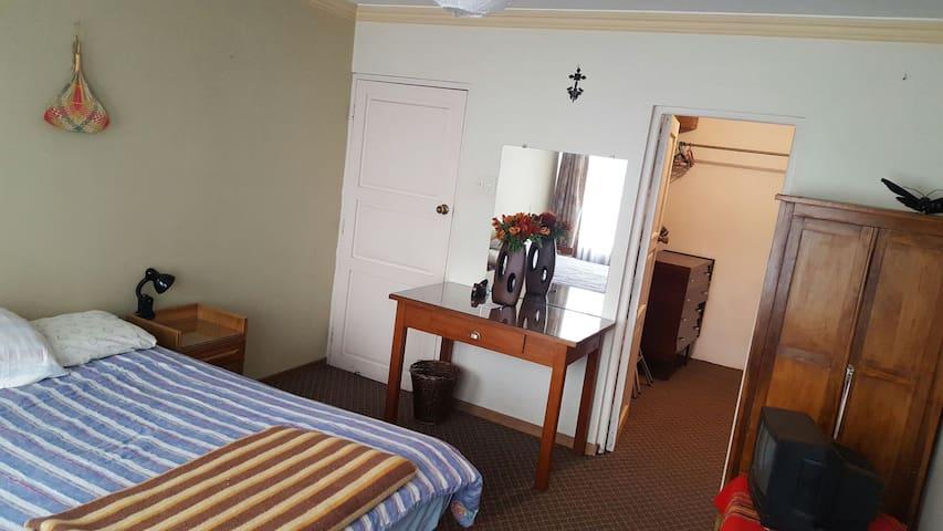 EnSuite room with desk | Spectacular penthouse - La Paz - Departamento