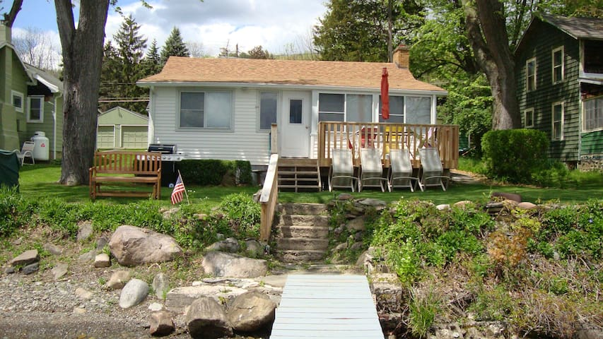 Cozy Lakeside Cottage on Honeoye Lake - Honeoye