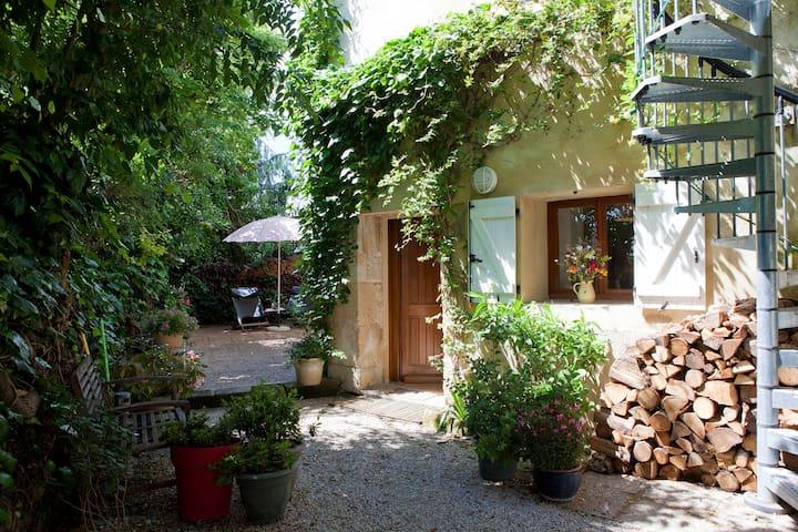 Le jardin d'Eole : joli studio à partir de 42 € - saint-christol