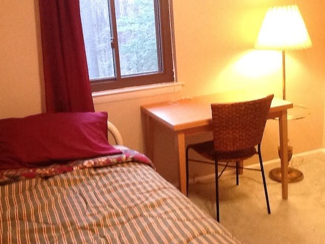 Sunny, cute room near Colleges - Clementon - Hus