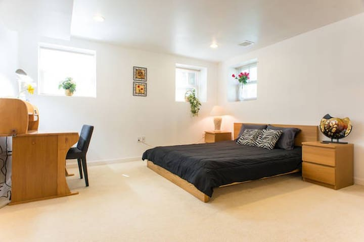 Spacious Suite with Private Bath - Wellesley