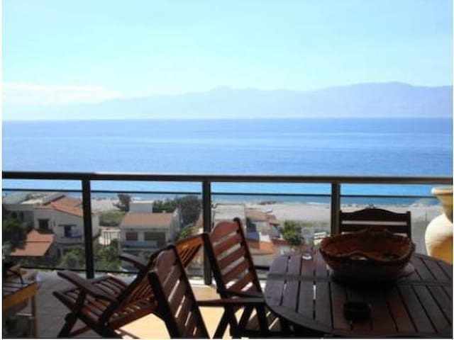 Penthouse  in front beach, Sicily and volcano - Reggio Calabria - Appartement