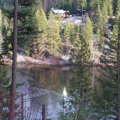 Beautiful Bull Run Guesthouse by the lake! - Cataldo - Cabane