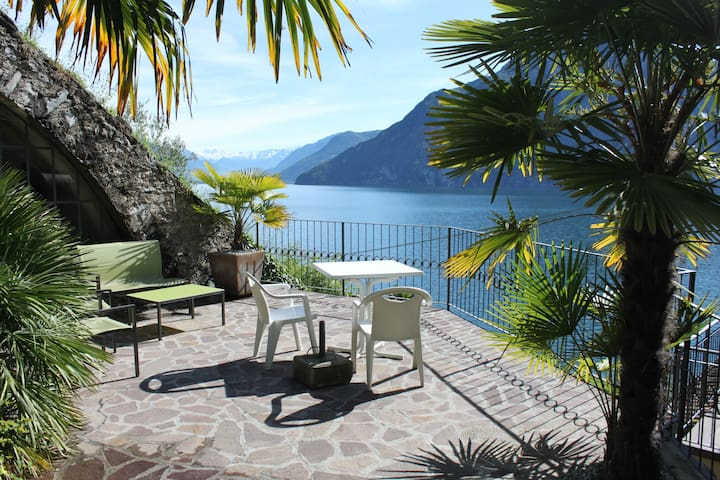 Studio apartment with direct access to the lake - Riva di Solto - Lejlighed