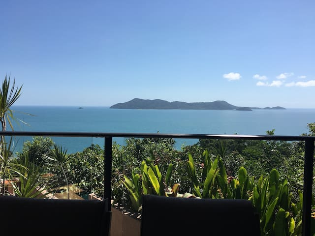 Spectacular island views at South Mission Beach - South Mission Beach - Дом