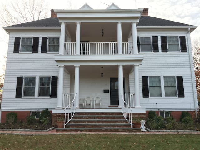 Newly renovated 3 bed 3 bath home on Rochelle Park - New Rochelle - Dom